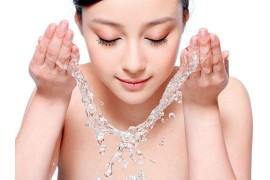 明明洗脸很干净,却还是不停的长痘?正确洗脸方法