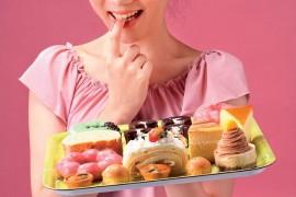 甜食吃太多 皮肤容易长痘发黄又松垮 容易衰老