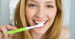 深蹲、刷牙竟会大爆痘?粉刺痘痘肌常见的5大NG行为